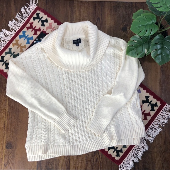 ❄️American Eagle Outfitters Cowl Sweater